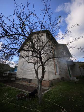 Двухэтажный дом с большим участком
