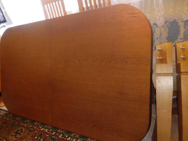 Solidny stół do salonu w dobrym stanie dębowy