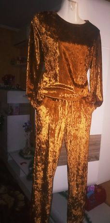 Костюм женский золотой