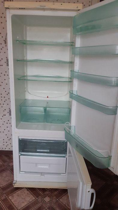 Холодильник Snaige Вишневое - изображение 1