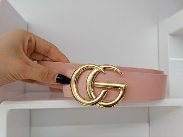 Różowy pasek ze złotą klamrą CG