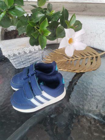 Adidas r. 22 VS Switch