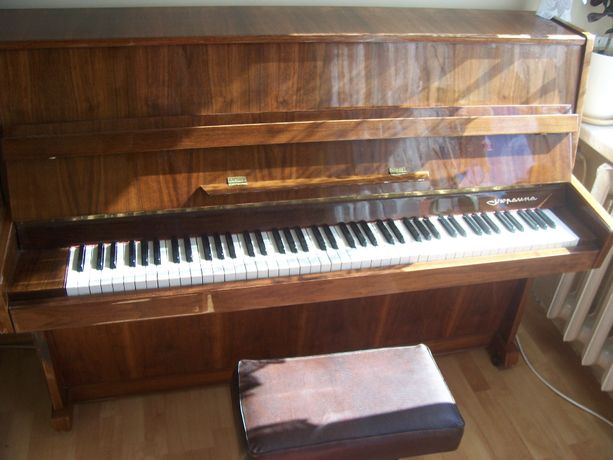 Pianino klasyczne Ukraina brązowe
