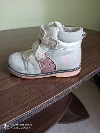 Ботинки детские 26 размер, кожаные внутри, каблук Томаса.