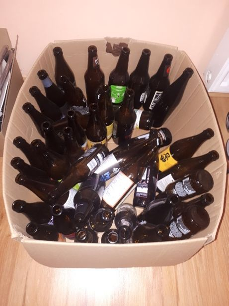 Puste butelki po piwie