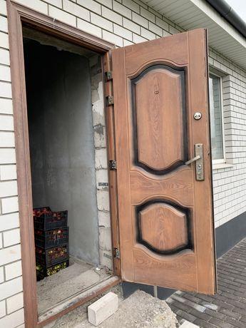 Продам двери б/у