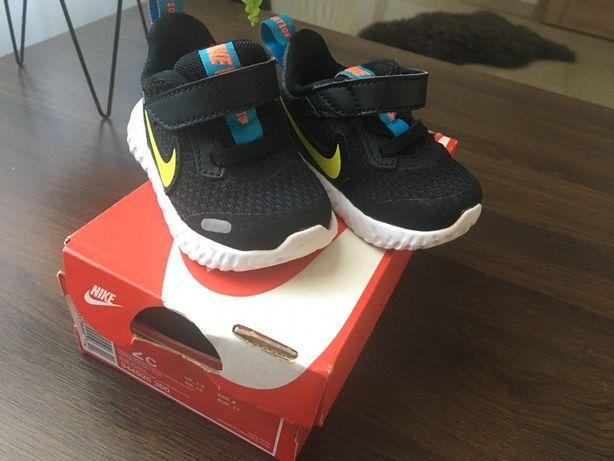 Buciki Nike Revolution