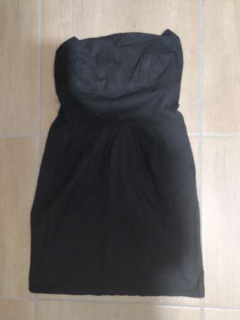 Czarna sukienka bez ramiaczek