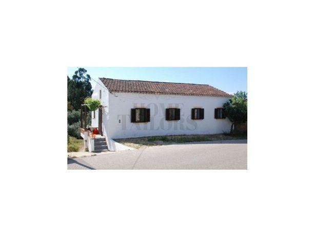 Moradia T5 Vila de Rei com espaço exterior