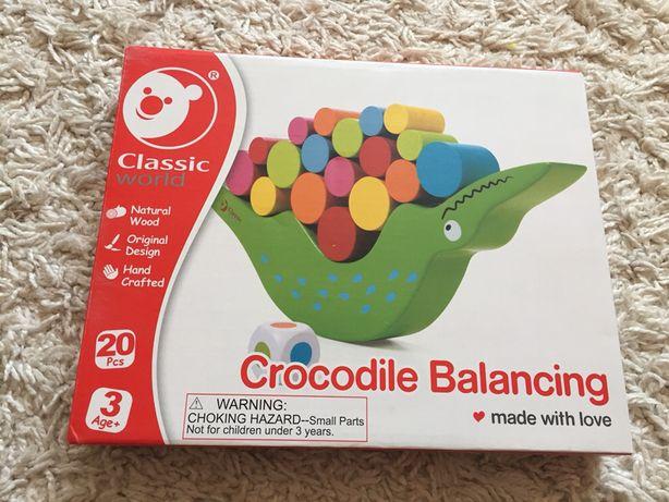 Drewniana zabawka balansujący krokodyl