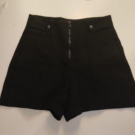Calções pretos com fecho da Zara