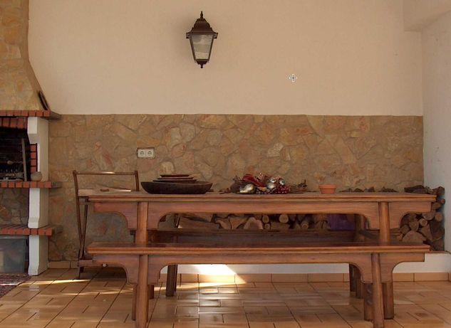 Mesa em Cânfora, bancos corridos, artesanal, comprada na China
