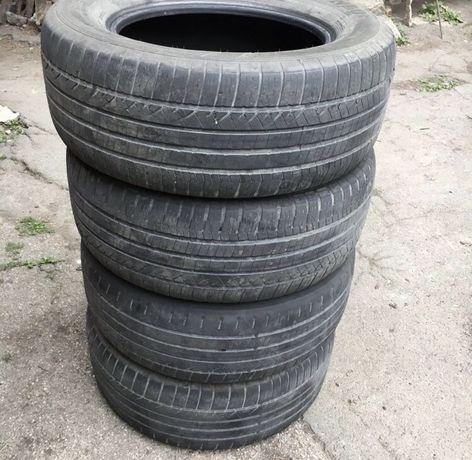 Продам летнюю резину Dunlop 255/55/17