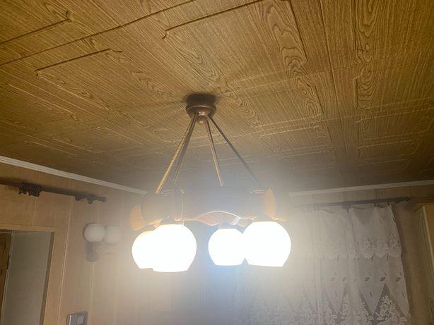 Продам люстру на 4 лампочки