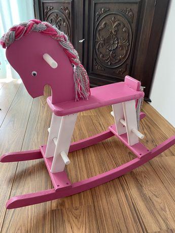 Cavalo de Madeira Rosa