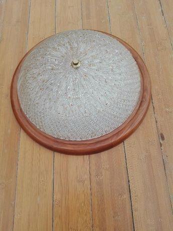 Plafoniera z ozdobnym szkłem