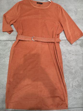 Sukienka zamszowa z paskiem Reserved
