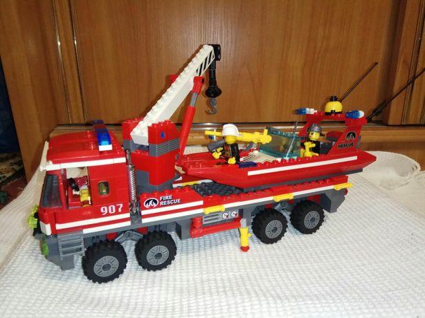 Лего пожарная машина с лодкой