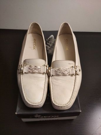 Sapatos de senhora em pele da GEOX