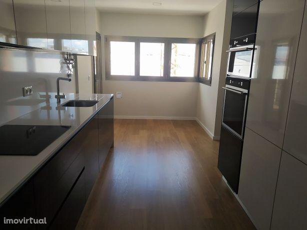 Apartamento novo T2 e garagem +parqueamento na cidade de Tomar