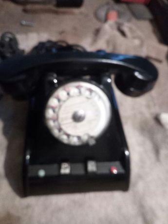 Vários telefones antigos