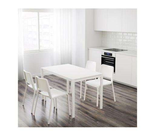 Mesa e cadeiras refeiçao