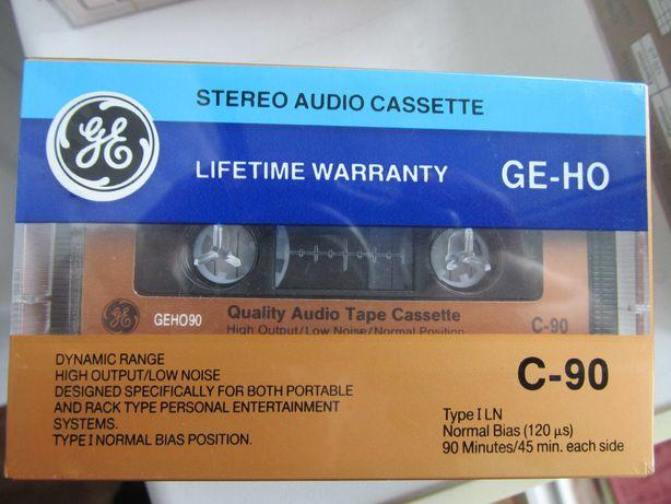 Запаковані аудіокасети General Electric GE-HO 90