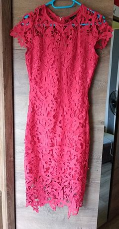 Czerwona dopasowana sukienka rozmiar M