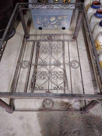 Pé de mesa em ferro forjado com porta revistas-Marrocos
