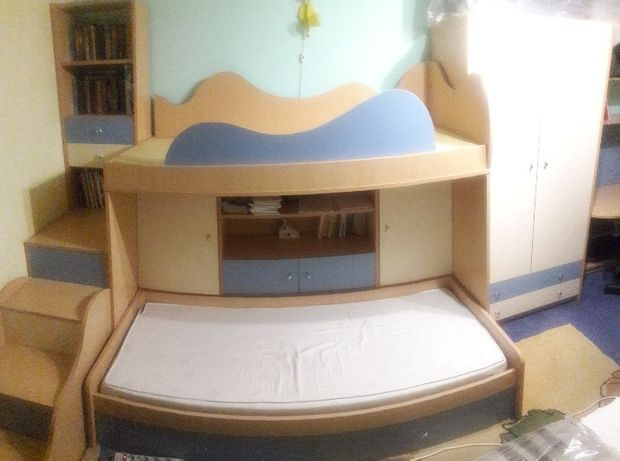 Продам комплект мебели для детской комнаты.