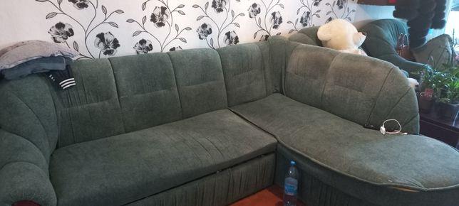 Угловой диван с двумя креслами