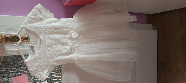 Śliczną sukienka dla dziewczynki