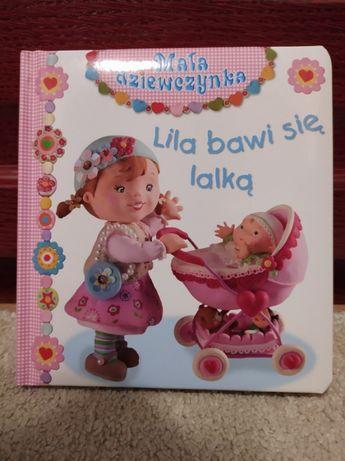 """Książeczka dla dziewczynki """"Lila bawi się lalką"""" Nowa"""