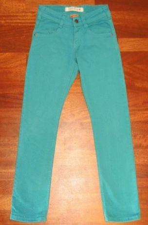 Бирюзовые джинсы на девочку р. 146