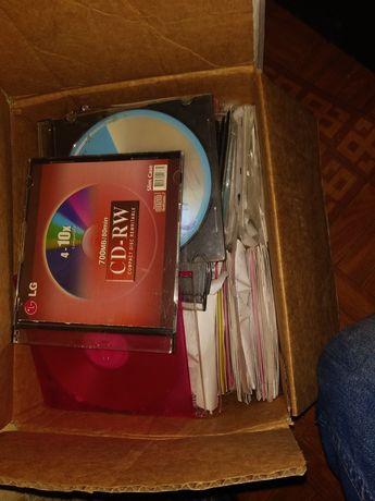 Отдам даром коробку с дисками