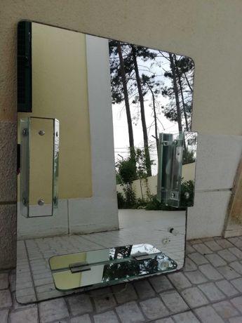 Espelho para WC com luzes reguláveis.