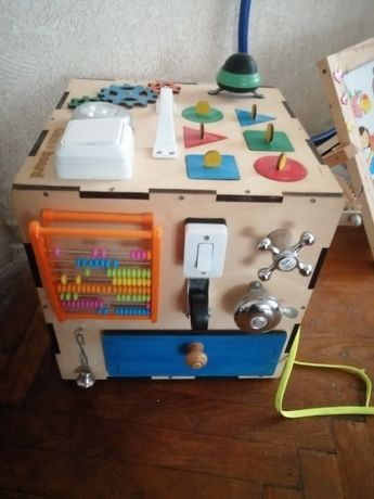 Бизи куб - развивающая игра для малышей