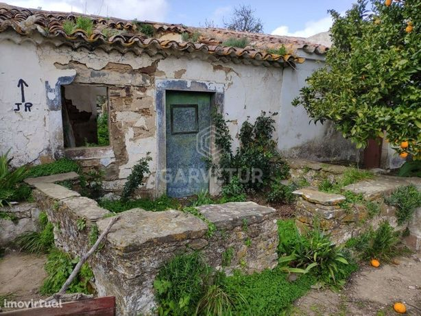 Ruína com terreno de 1000m2, Vale da Rosa, Algarve