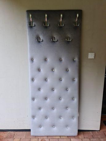 Panel tapicerowany z wieszakami