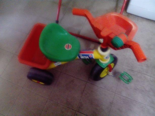 Triciclo lindo de criança