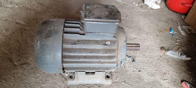 Sprzedam silnik elektryczny 3 kW/1420 obr/min. Nieużywany.