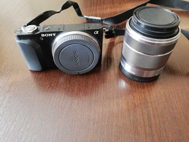 Aparat cyfrowy Sony NEX3N z obiektywem.