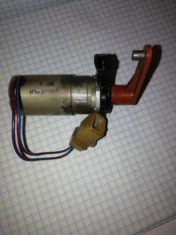 Моторедуктор заслонки отопителя Ваз 2110 старого образца.