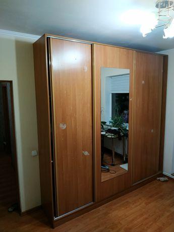 Шкаф - купе на 3 двері з дзеркалом