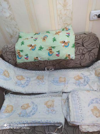 Захист в дитяче ліжечко,подушечка і комплект білизни