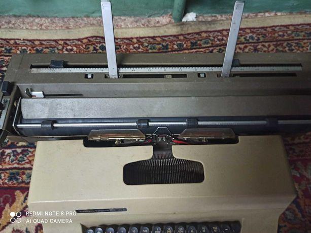 Maszyna ręczna do pisania z czasow Prl!