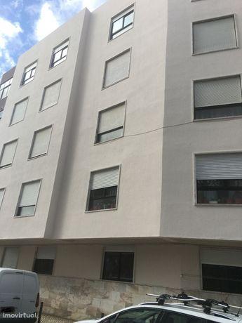 Para investimento Apart 3 ass centro de M. Martins (arrendado) 6% rent