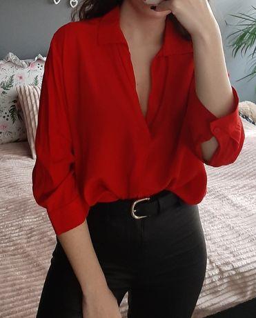 Czerwona koszula bluzka z kołnierzykiem dekolt w szpic V Bershka S