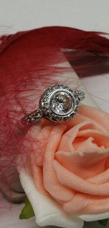 złoty pierścionek z białego złota próba 585