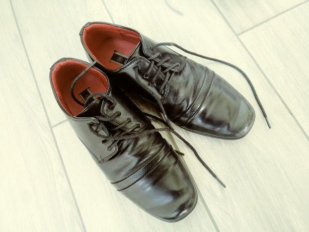 eleganckie buty ,lakierki, na niedzielę. do garnituru na komunie r. 34